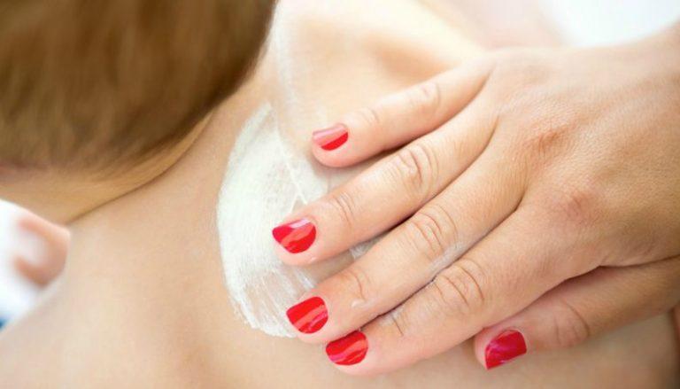 Médica dá 5 dicas para passar repelente nos pequenos com mais segurança
