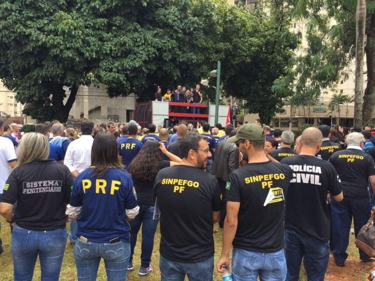 Manifestantes protestam contra reforma da Previdência nas ruas de Goiânia