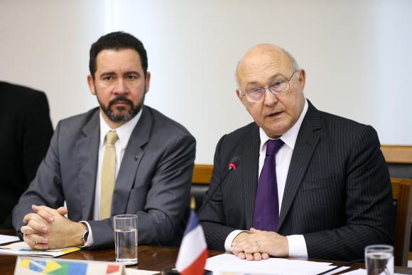 Brasil e França firmam acordo de cooperação em infraestrutura