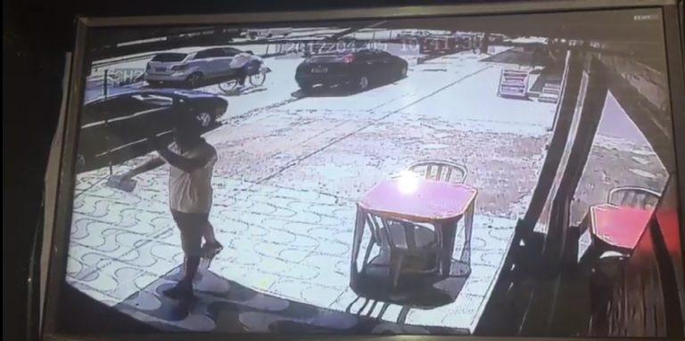 Homem é preso por maltratar casal de idosos na porta da Delegacia
