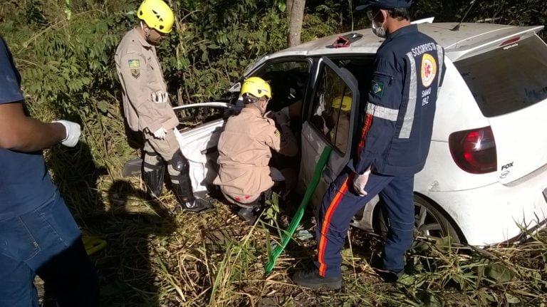 Acidente entre carros e caminhão deixa dois feridos em Campinorte