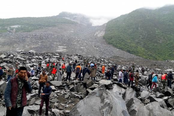 141 pessoas desaparecidas em deslizamento de terras na China