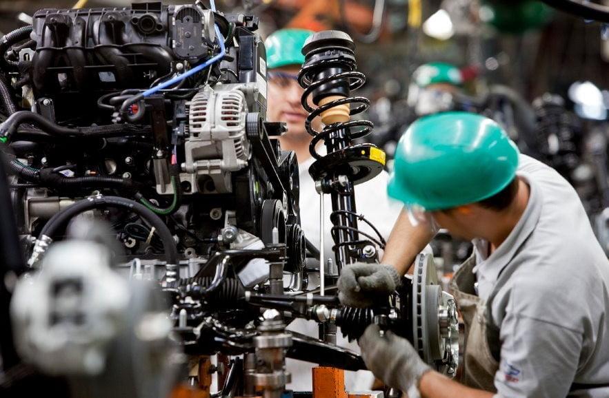 Indústria registrou 10º quadrimestre negativo, na comparação anual, diz IBGE