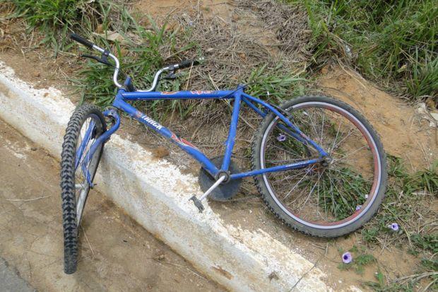 Ciclista morre após colidir com moto na BR-153, em Campinorte