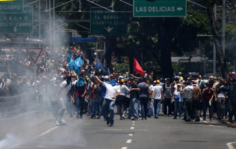 Venezuela: sobe para 92 número de mortos em protestos de oposição a Maduro