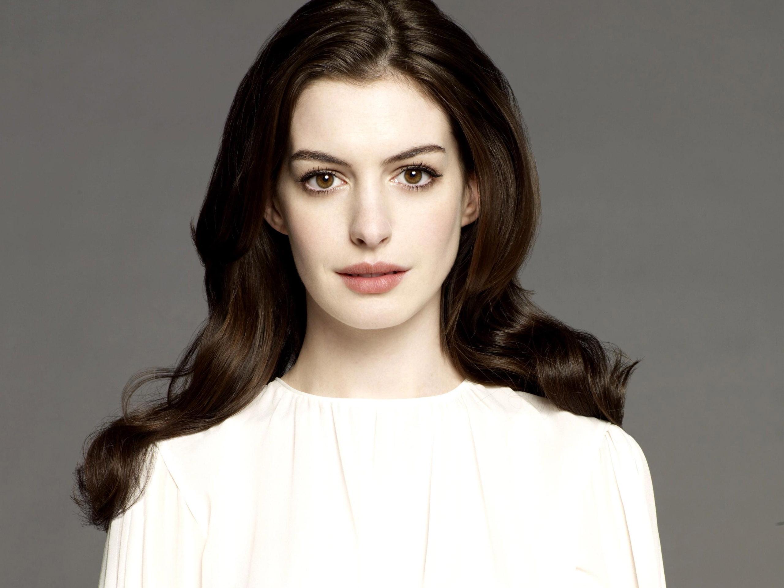 Vazam fotos da atriz Anne Hathaway após ataque hacker