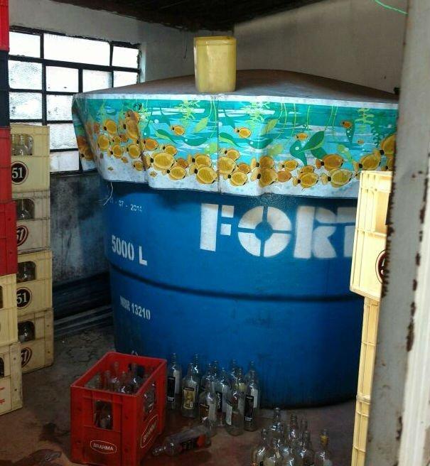 Polícia Civil fecha fábrica clandestina de aguardente em Goiânia