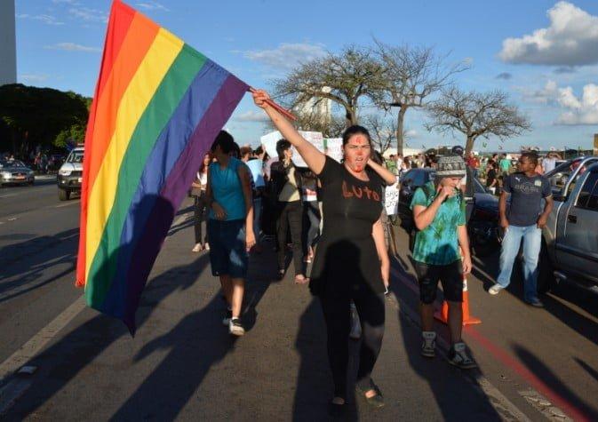 Justiça do DF permite que psicólogos tratem homossexualismo como doença