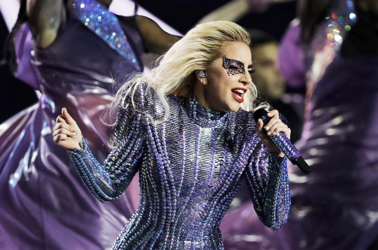Hospitalizada, Lady Gaga adia 18 shows
