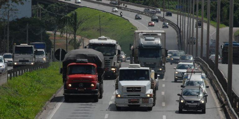 Caminhões não poderão trafegar em trechos de Rodovias