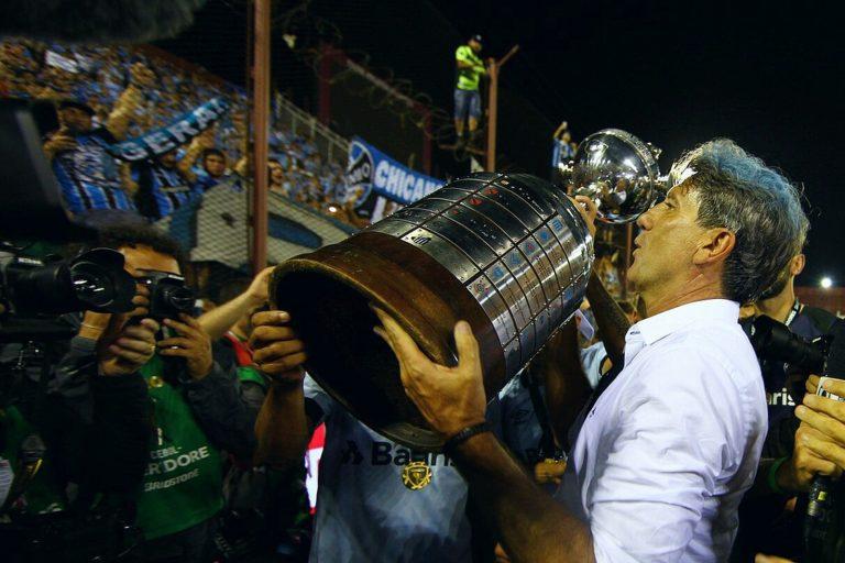 Grêmio renova contrato com Renato Gaúcho