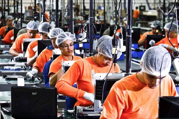 Empregos na indústria brasileira cresceram 0,3% em 2017