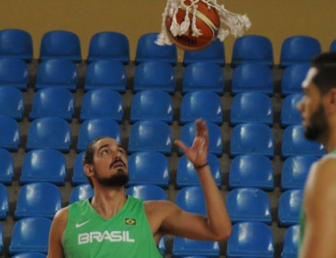 Com Leandrinho, seleção brasileira de basquete enfrenta a Colômbia