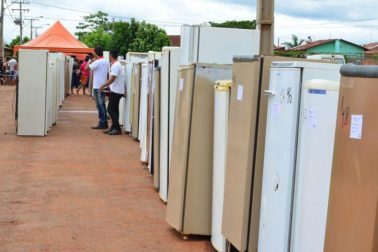 Ação busca trocar geladeiras de moradores do Conjunto Cruzeiro do Sul, em Aparecida de Goiânia