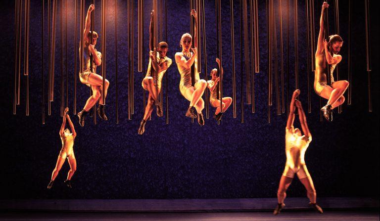 Espetáculo AdoleSendo é apresentado no Teatro Sesc