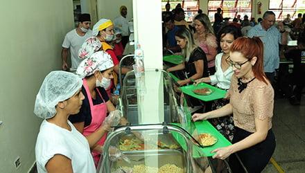 Restaurante Popular de Aparecida interrompe fornecimento de refeições devido a greve dos caminhoneiros