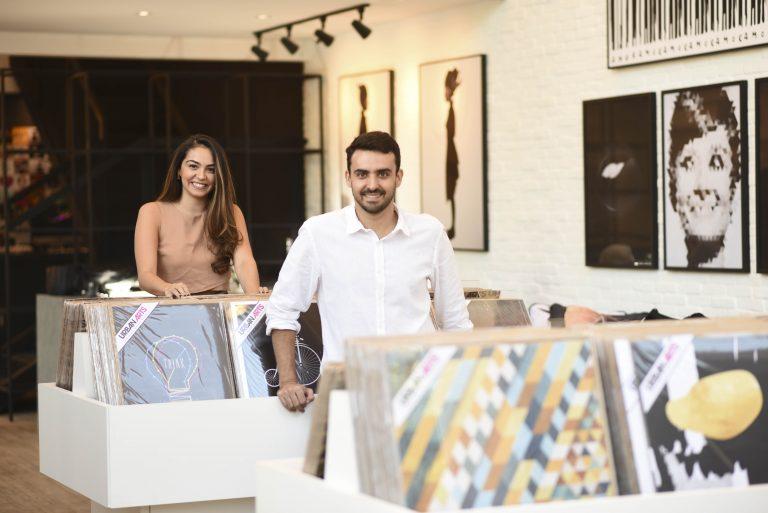 Galeria que vende peças de artistas independentes inaugura em Goiânia