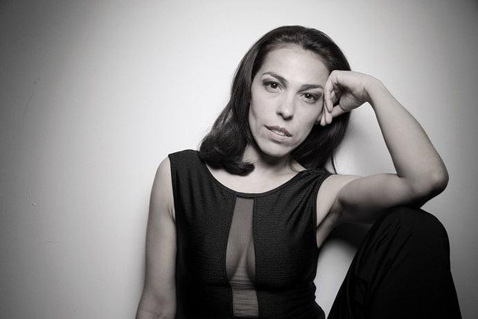 Bailarina Andrea Raw estreia no Teatro Goiânia