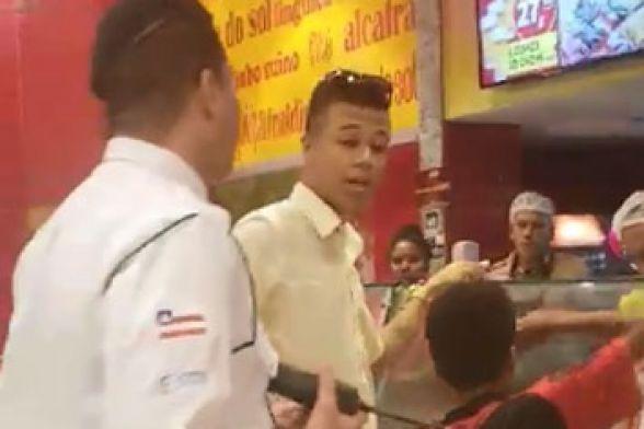 Segurança proíbe comida a menino em shopping e gera revolta