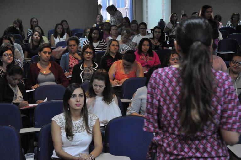 Saúde capacita profissionais que atuam nas salas de vacina de Goiânia