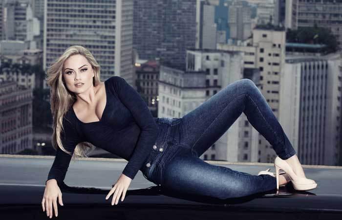 A atriz Ellen Roche desfila no Mega Moda Shopping em Goiânia e mais novidades do mercado de moda