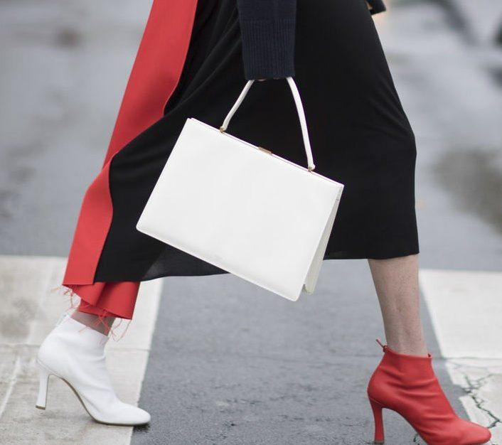 Famosas ousam no look e aderem a moda dos sapatos diferentes