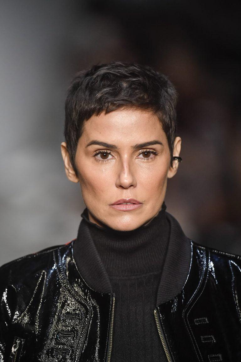 Atriz Deborah Secco desfila para marca masculina na São Paulo Fashion Week