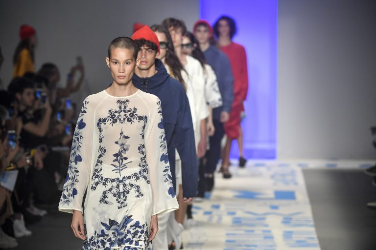 A moda que vem do mar invade a passarela da Osklen na SPFW46