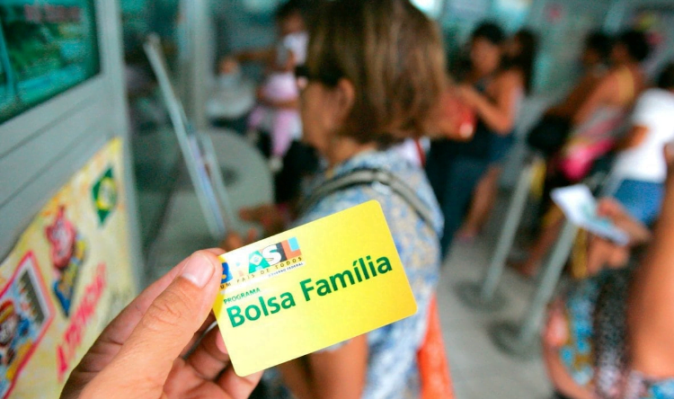 PF investiga irregularidades no Bolsa Família em Goiânia