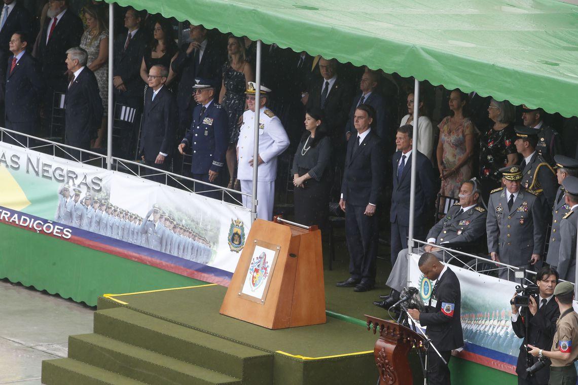 O presidente eleito, Jair Bolsonaro participou da cerimônia de formatura dos oficiais combatentes do Exército da Academia Militar das Agulhas Negras (AMAN), em Resende (RJ). / Foto: Tomaz Silva / Agência Brasil.