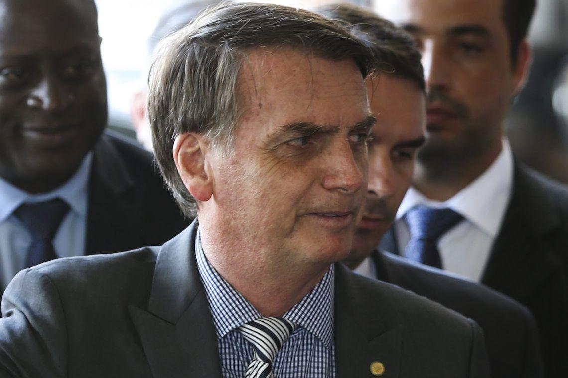 O presidente eleito Jair Bolsonaro fala à imprensa, no Centro Cultural do Banco do Brasil (CCBB), em Brasília. /  Foto: Valter Campanato / Agência Brasil.