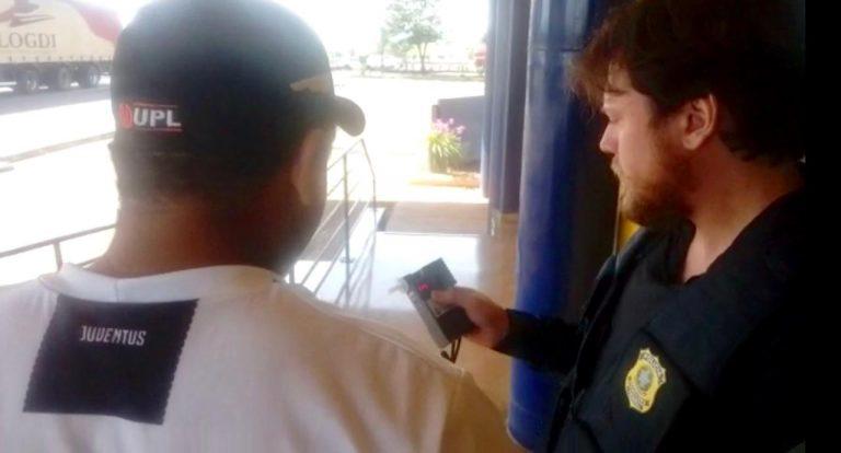PRF flagra motorista alcoolizado dirigindo caminhão de prefeitura