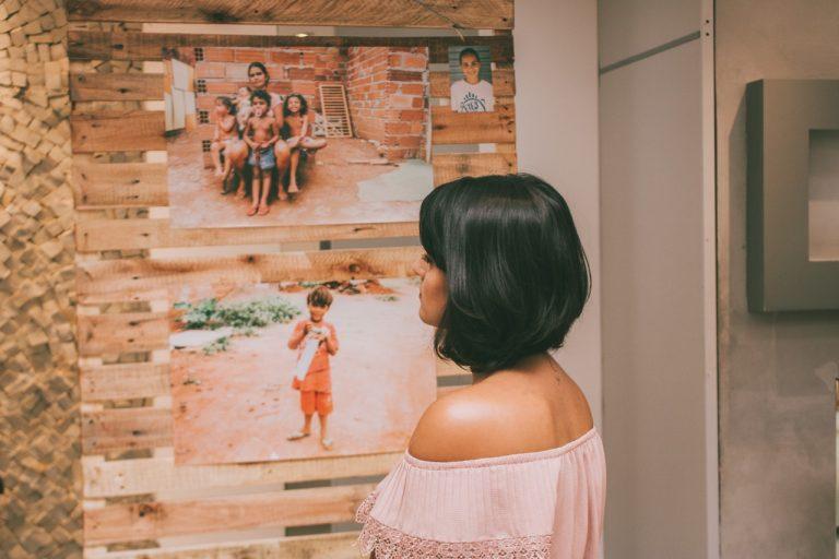 Exposição Olhares da Rua segue até 10 de março no Bougainville