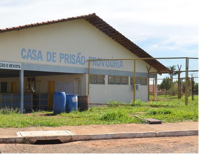 Presos fogem da Casa de Prisão Provisória, em Aparecida de Goiânia