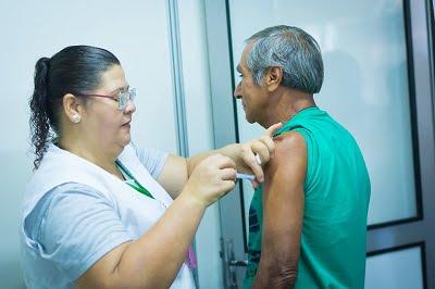 Duas salas de vacinação ficam abertas no feriado para imunização contra a gripe