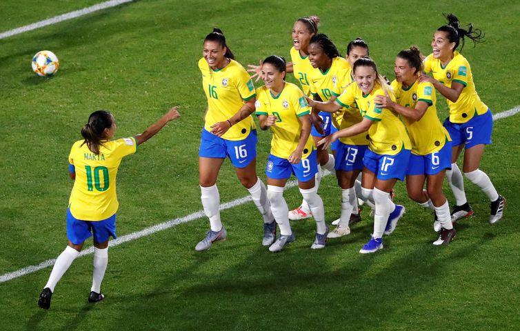 Brasil vence a Itália e avança para as oitavas de final
