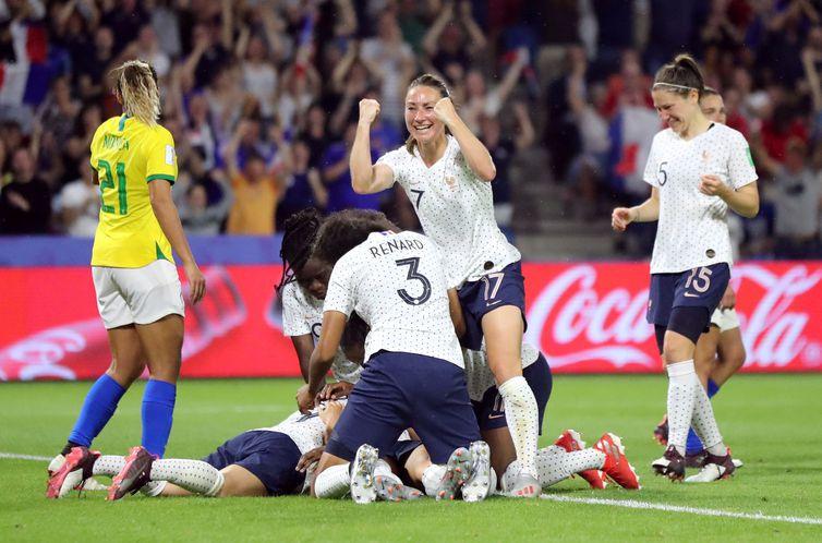 Brasil perde para França e dá adeus à Copa do Mundo