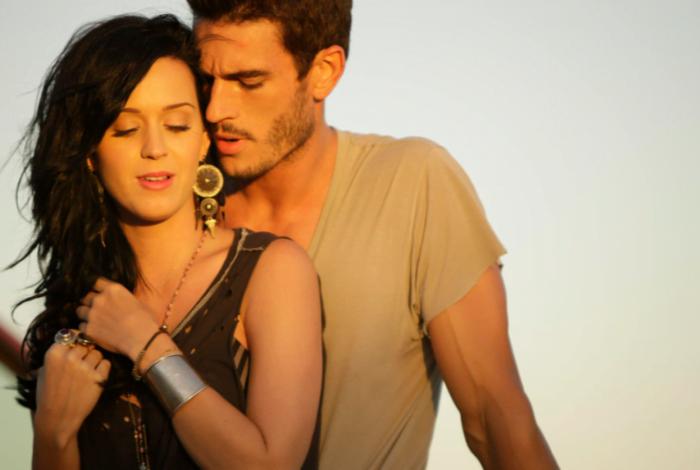 Katy Perry é acusada de assédio sexual