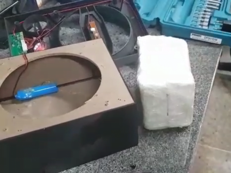 Jovem é presa por transportar droga escondida em caixa de som