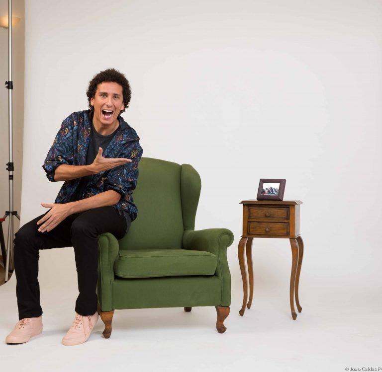 'Eu comigo mesmo' é o novo stand up de Rafael Portugal