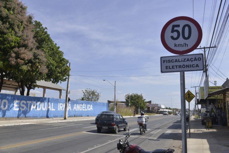 Radares da Zona 50 na Avenida Independência começam a monitorar velocidade, em Aparecida de Goiânia