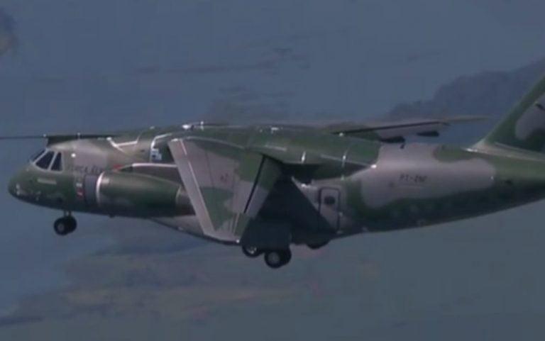 Bolsonaro participa da entrega do maior avião cargueiro do Brasil, em Anápolis