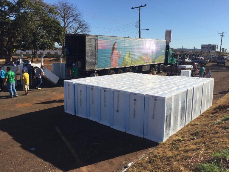 Enel Goiás leva troca de geladeiras e mutirão de serviços para Nova Veneza