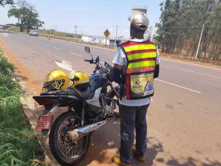 Deficiente visual é flagrado pilotando motocicleta sem habilitação, em Itumbiara