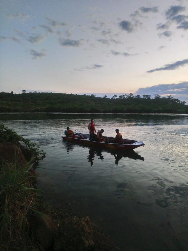 Bombeiros encontram corpo de homem que se afogou no Rio Paranaíba, em Itumbiara