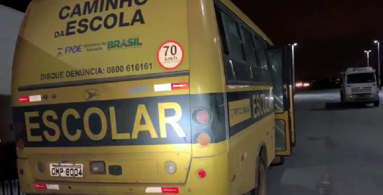 PRF apreende veículo escolar com várias irregularidades, em Hidrolândia