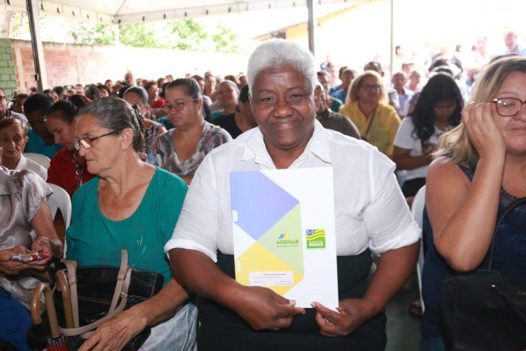 Famílias do Real Conquista e Madre Germana II, vão receber escrituras do Governo de Goiás