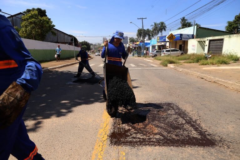 Prefeitura  de Goiânia amplia turno da operação tapa-buracos