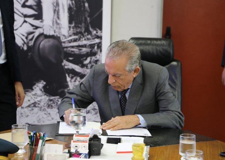 Iris sanciona lei para despoluição visual de Centro e Campinas
