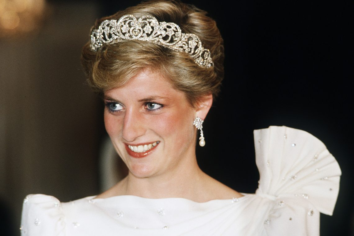 BAHRAIN - 16th NOVEMBER 1986:  Princess Diana, Princess of Wales, in November 1986 during a visit of Bahrain.  (Photo by Anwar Hussein/WireImage)